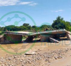 Colapsa puente que conecta con El Cantón