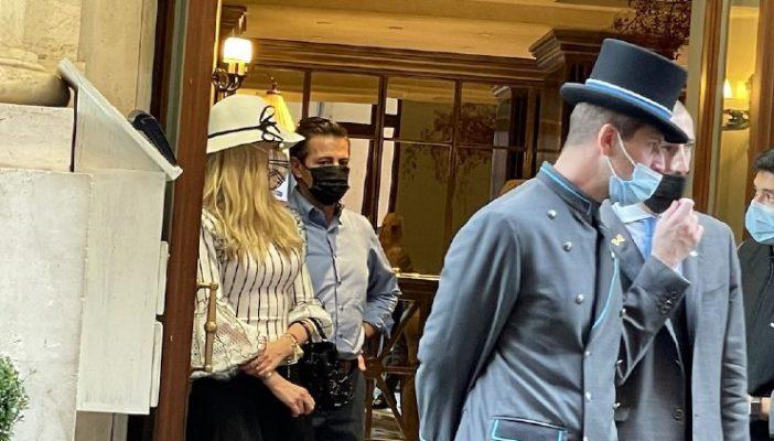 """Peña Nieto es captado saliendo de un hotel de lujo en Roma; le gritan """"ratero"""""""
